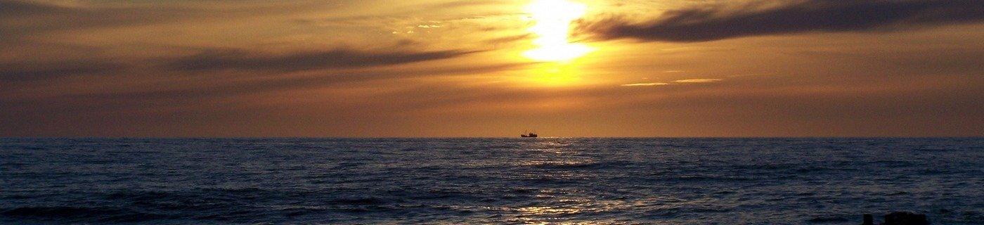 morze i statek z plaży w Wiciach