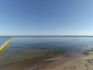 falochron na plaży w miejscowości Wicie.