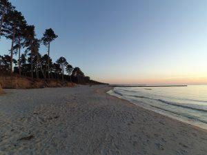 plaża o zachodzie słońca w Wiciach