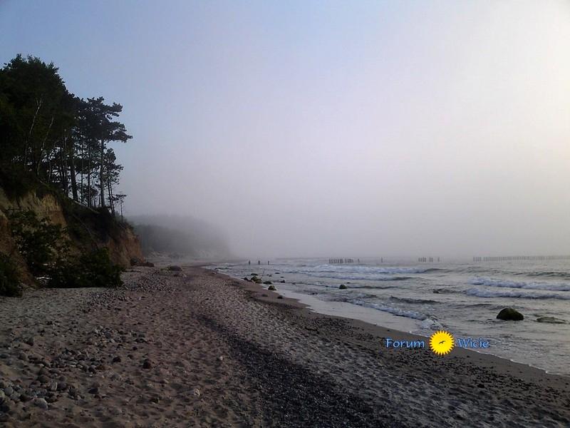 tajemnicza mgła nad morzem